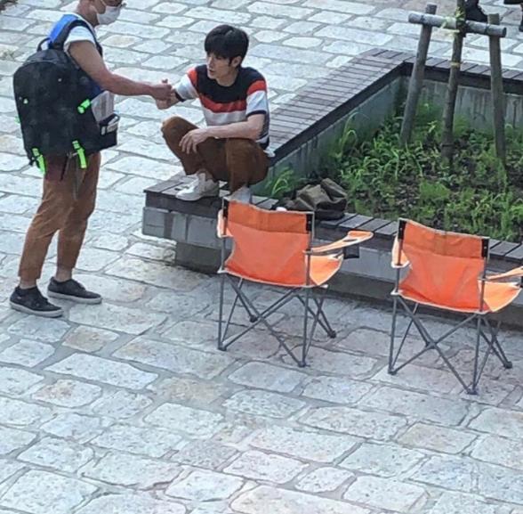 カネ恋 鎌倉 極楽寺、極楽寺駅 三浦春馬が座っているベンチ
