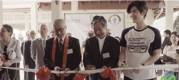 三浦春馬さん ラオスのラオ・フレンズ小児病院を訪問 2015年2月