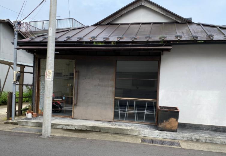 カネ恋 鎌倉 古道具屋 ギャラリーカフェ「John」玲子が1,680円の豆皿を買う