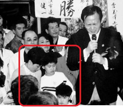 菅正剛 6歳 菅義偉 長男